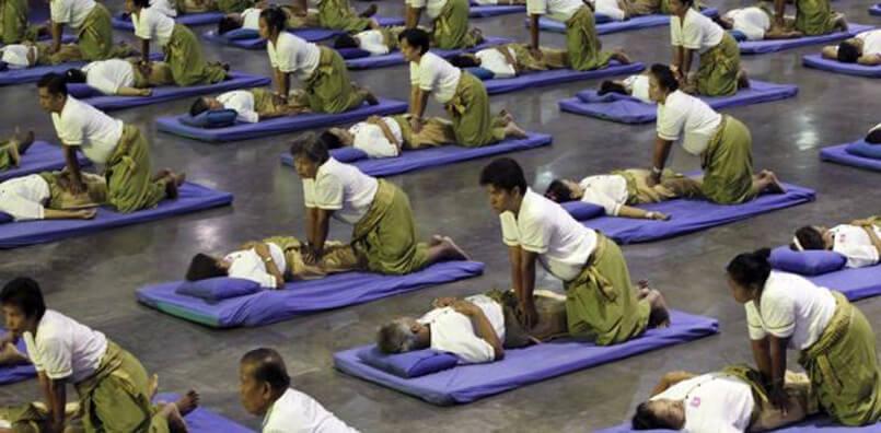 Record du monde de massage en Thailande
